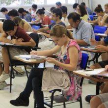 Candidatos começam a prova da segunda fase da Fuvest, no campus UMC-Villa Lobos, zona oeste da capital paulista, neste domingo, dia 6.